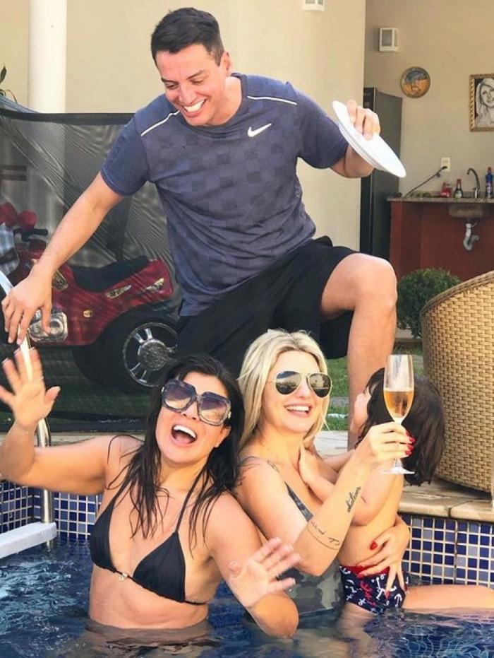 Leo Dias curtiu o domingo (18) ao lado de Antonia Fontenelle e Mara Maravilha