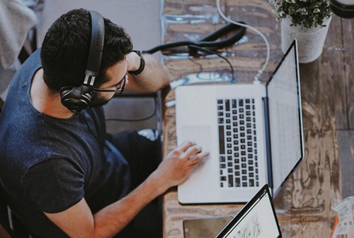Profissionais de administração e tecnologia são os mais procurados no site freelancer.com