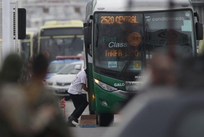 Willian foi baleado em um dos momentos que deixou o ônibus