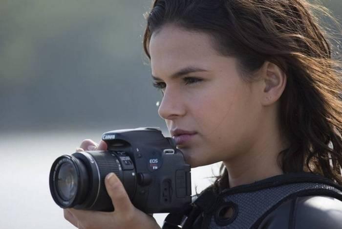 Ophelia é uma fotógrafa de 20 anos que vai em busca do pai que a abandonou