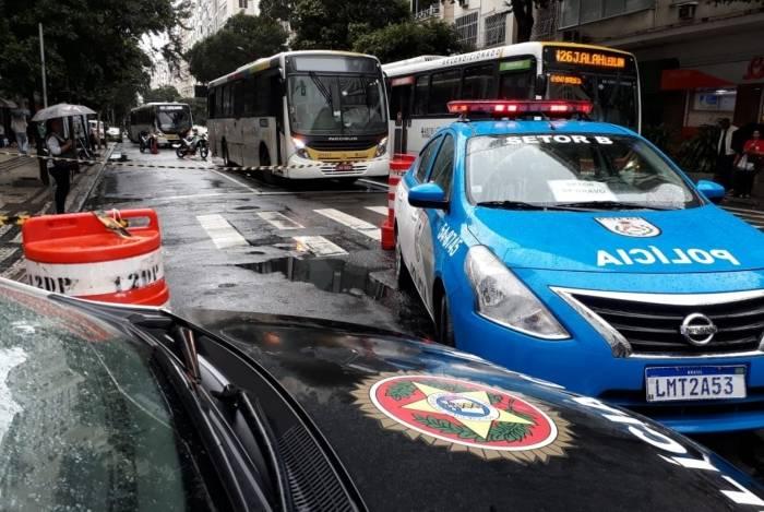 Homem tentou incendiar ônibus e se esfaqueou em Copacabana