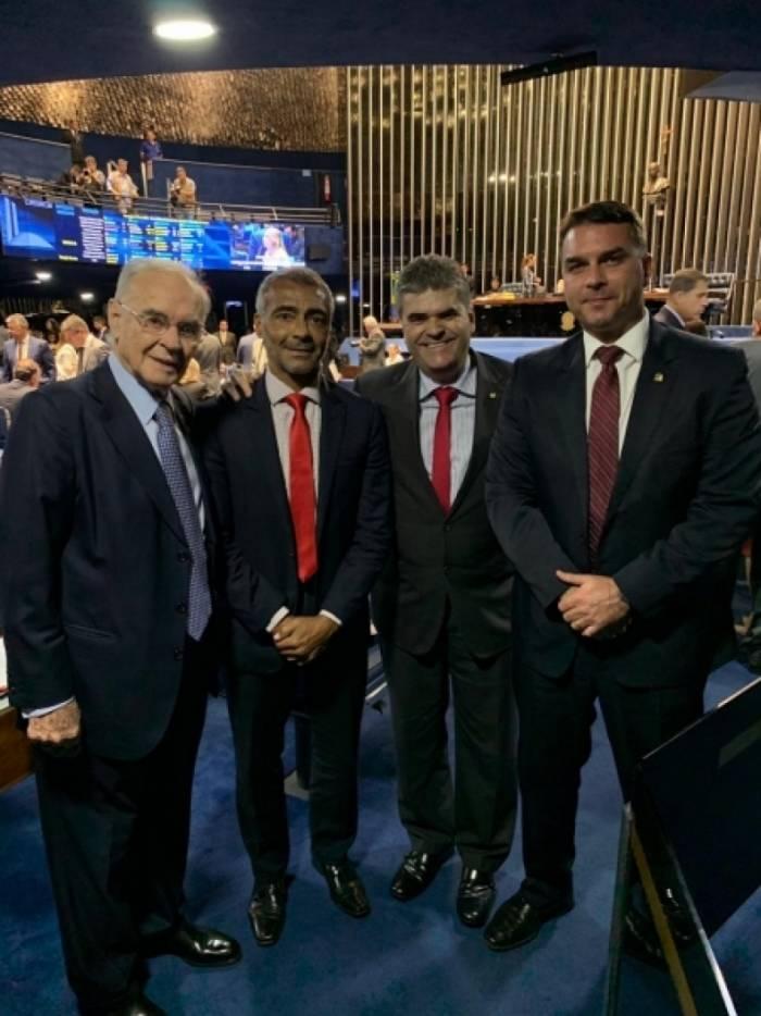 O prefeito Washington Reis se encontrou com os senadores Romário, Flávio Bolsonaro e Arolde de Oliveira