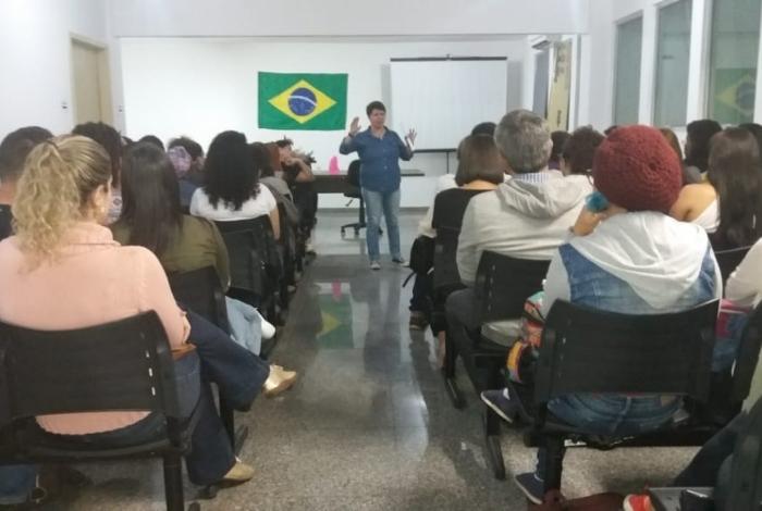 O Conselho Municipal dos Direitos da Mulher de Campos, composto por representantes de órgãos públicos e da sociedade civil, promove reunião para discutir os avanços e os retrocessos no combate à violência contra a mulher