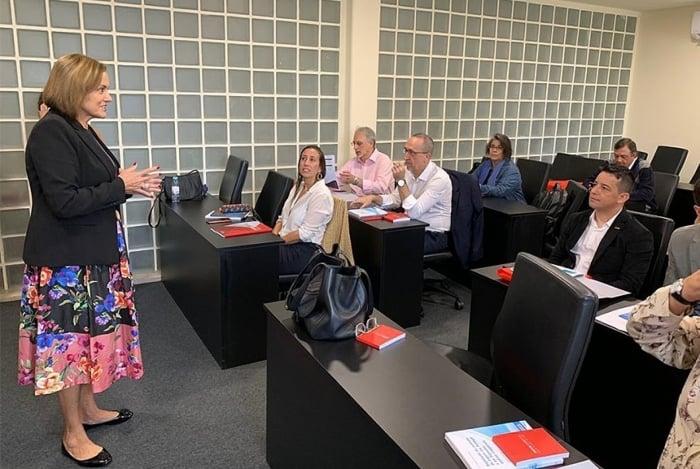 Maria Helena Monteiro, diretora de Ensino Técnico da Escola Nacional de Seguros, participou de curso em Lisboa
