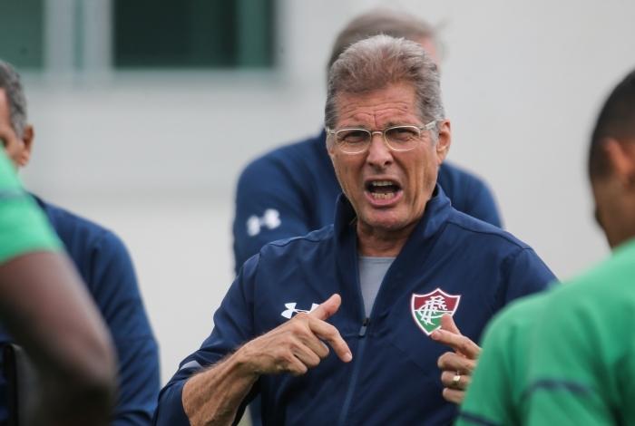 Técnico Oswaldo de Oliveira conversa com o elenco do Fluminense