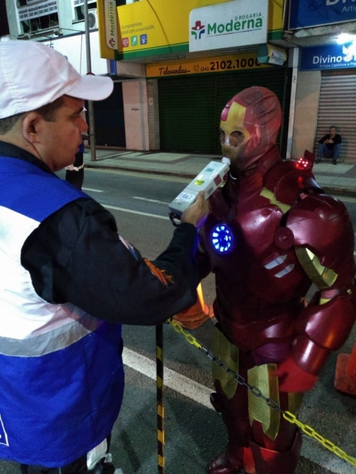 Homem de ferro precisou fazer teste do bafômetro
