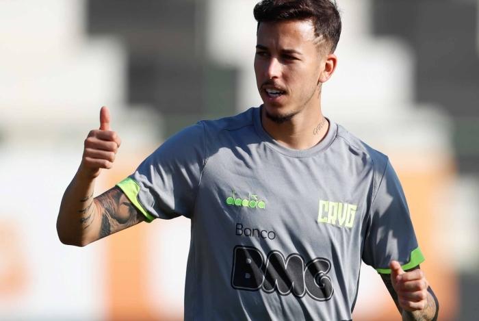 Marcos Júnior deve ganhar uma nova chance no meio de campo com a suspensão de Raul