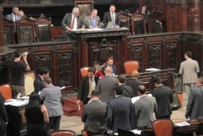 Deputados vão analisar PEC, projetos de lei e provavelmente projetos de lei complementar