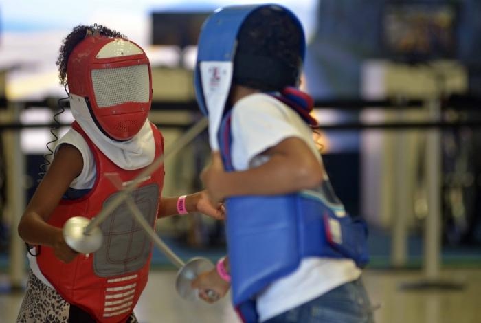 A esgrima está entre as atividades que fazem parte do programa de Iniciação Esportiva oferecido em 17 unidades do Sesc no estado