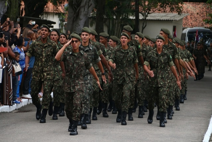 Além de reestruturar a carreira e criar novas regras relativas à aposentadoria de militares, o projeto espelha as regras com as que vão vigorar para a Polícia Militar e o Corpo de Bombeiros estaduais