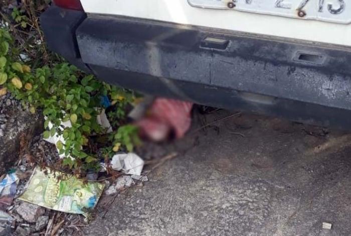 Criança estava debaixo da roda de um carro