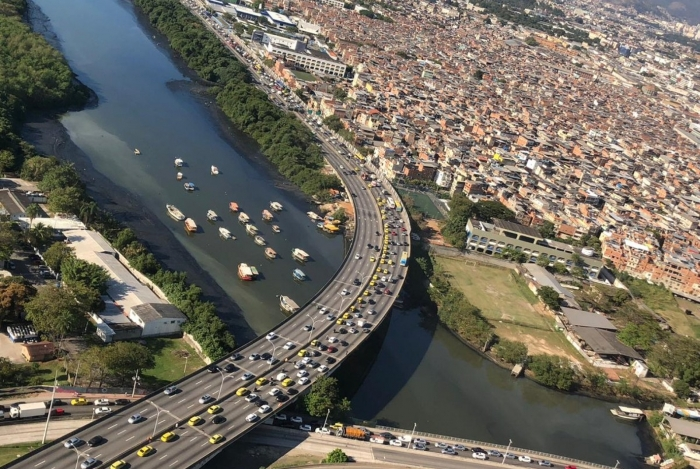 Taxistas fazem carreata da Ilha em direção ao Centro do Rio