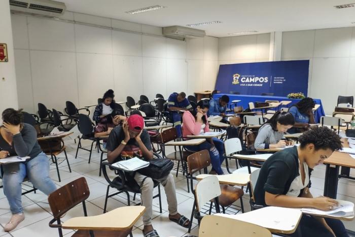 Alunos do curso preparatório da Superintendência de Igualdade Racial de Campos (Supir) fazem simulado com vistas ao Enem e ao IFF