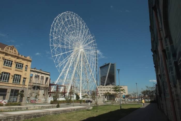 Roda gigante da Gamboa, na zona portuária, está prestes a ser inaugurada.