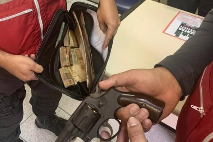 Criminoso tinha roubado R$49 mil após vítima saltar do VLT