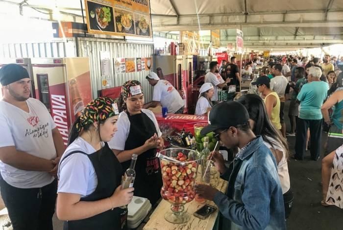 A Praia do Farol de São Thomé recebe a 7ª edição do Festival de Petiscos durante o mês de setembro, com diversos restaurantes oferecendo pratos de fruto do mar