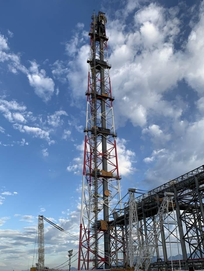 Em 28 de agosto, a Petrobras e a empresa MIP Engenharia concluíram a montagem da torre datocha com 156 metros de altura e 424 toneladas