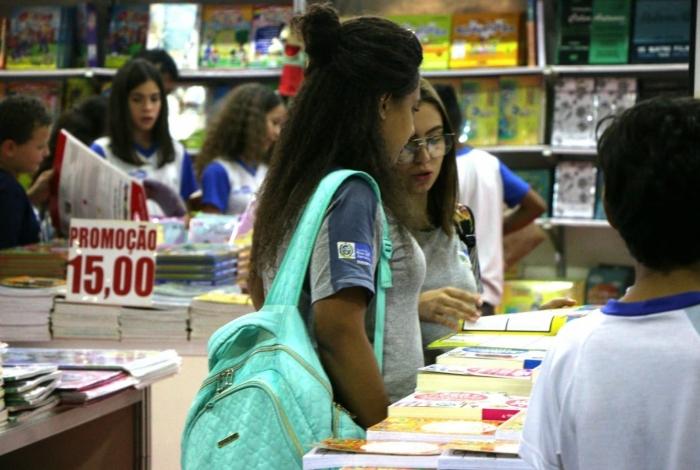 Alunos de escolas públicas estaduais visitam a Bienal do Livro