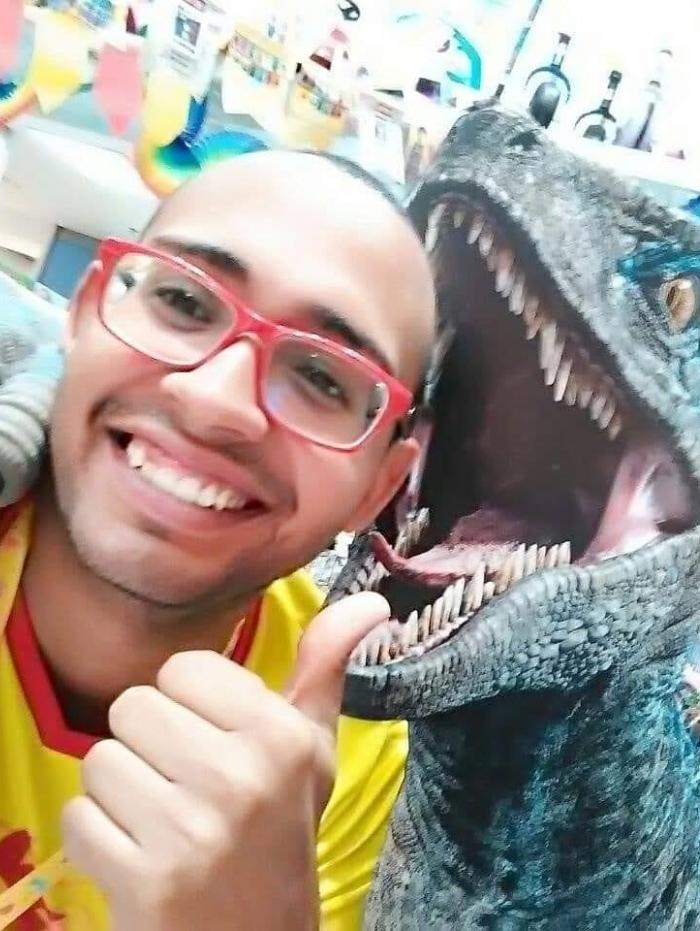 Thiago da Conceição Marins, de 31 anos, morreu após ser atingido por bala perdida em frente ao Plaza Shopping Niterói