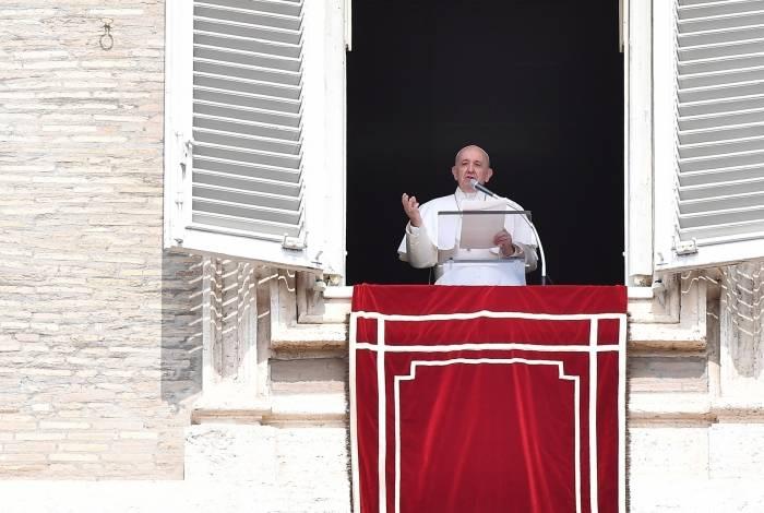 Papa Francisco se atrasa para oração dominical após ficar preso em elevador