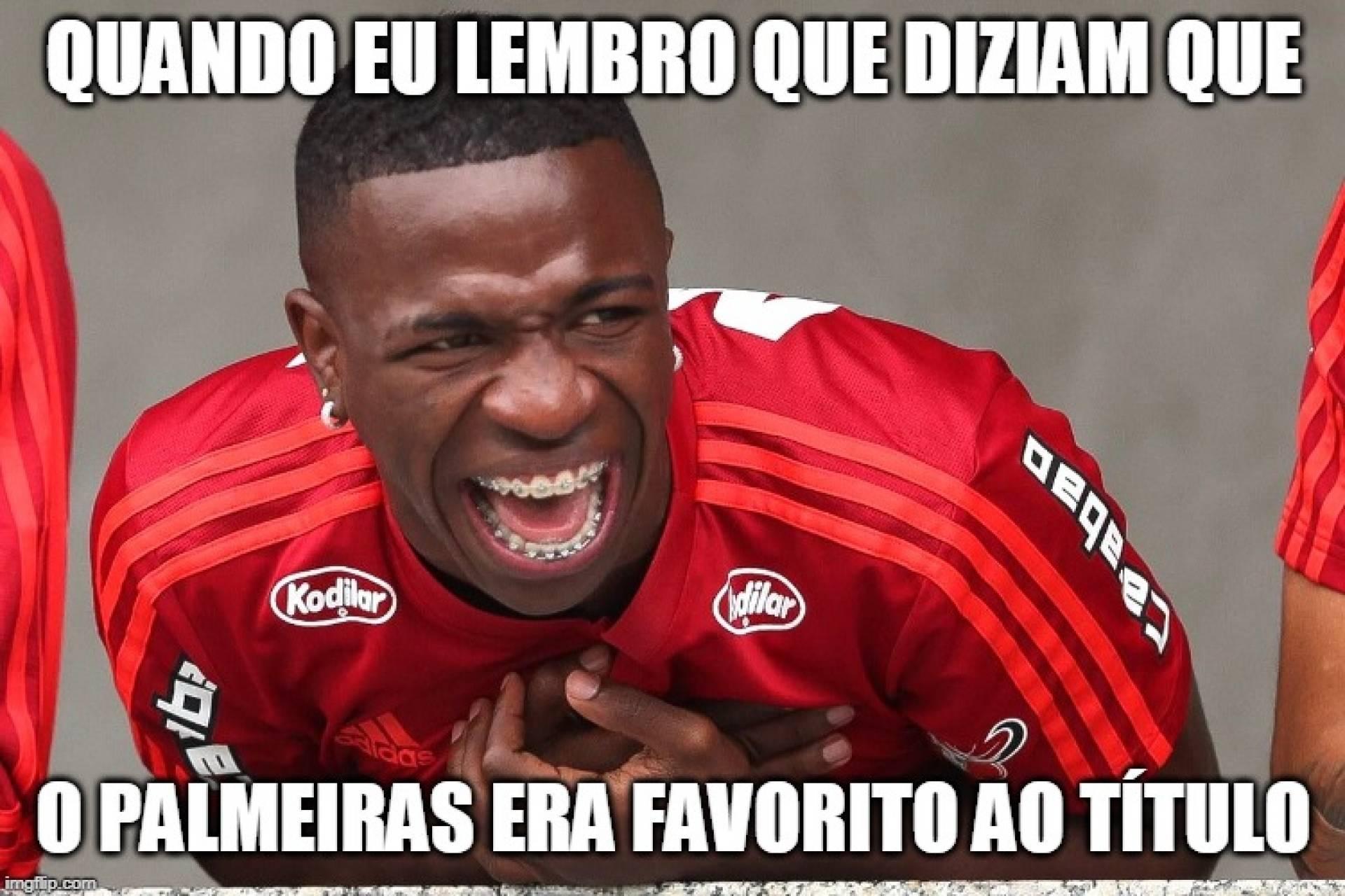 Torcida Do Flamengo Vai à Loucura Com Chocolate Em Cima Do