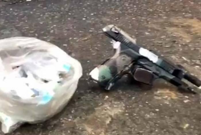 Uma pistola foi apreendida na ação