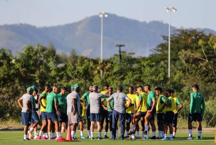 Oswaldo de Oliveira conversa com o elenco do Fluminense