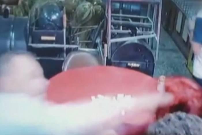 Homem mata mulher com socos e chutes em Barueri