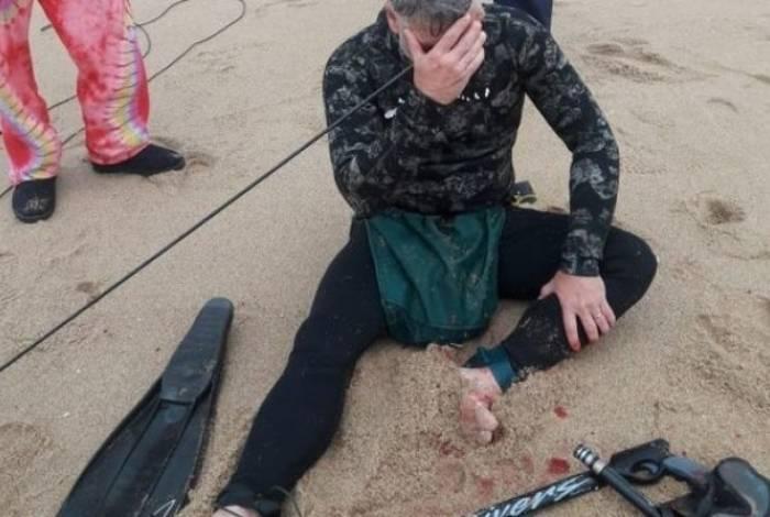Homem fura a própria cabeça com arpão durante mergulho