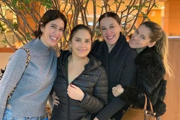 Heloísa Périssé aproveitou a noite de segunda-feira ao lado das amigas Maria Clara Gueiros, Claudia Raia e Ingrid Guimarães