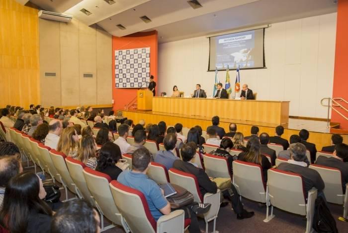 Cerca de 300 funcionários participaram do curso
