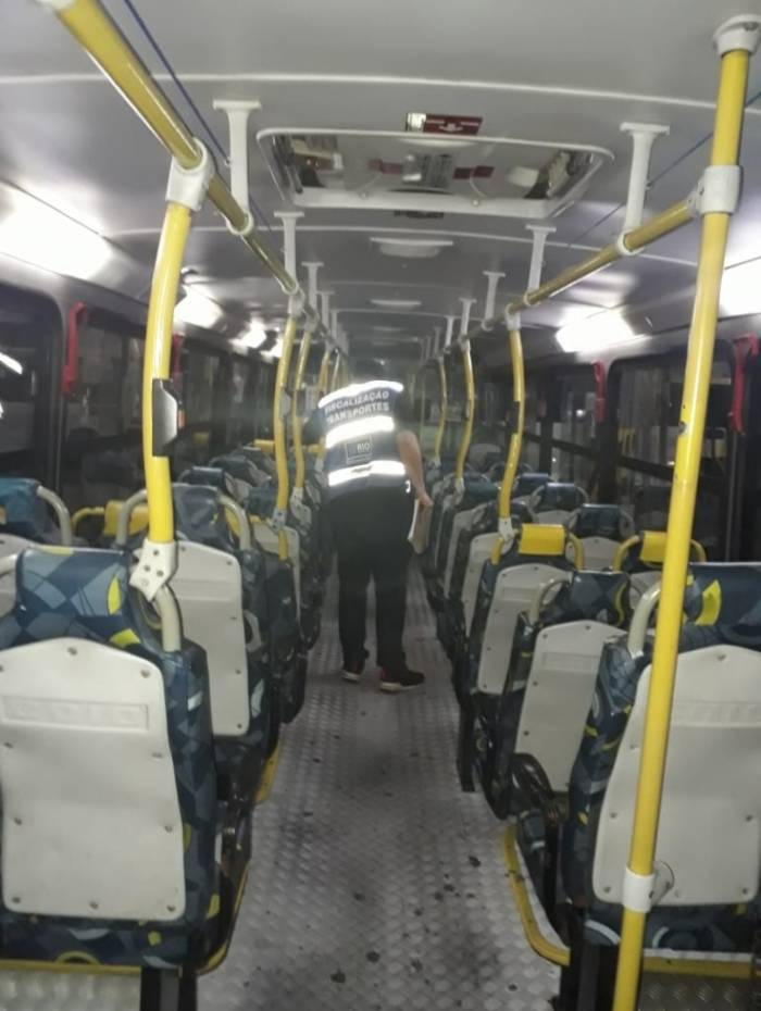 Ônibus são lacrados por irregularidades na Zona Norte do Rio