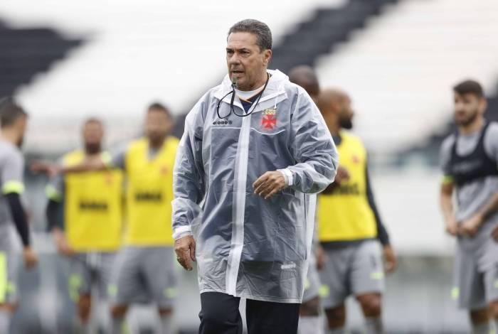 Vanderlei Luxemburgo comanda treino: casa lotada contra o Bahia