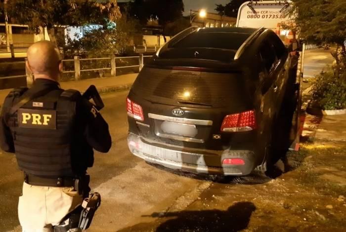 Polícia Rodoviária Federal encontra carro roubado após proprietário usar o Sistema Sinal