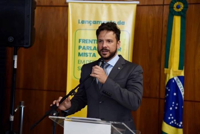 Presidente da frente parlamentar, Israel Batista diz que não aceitará caminhos discricionários