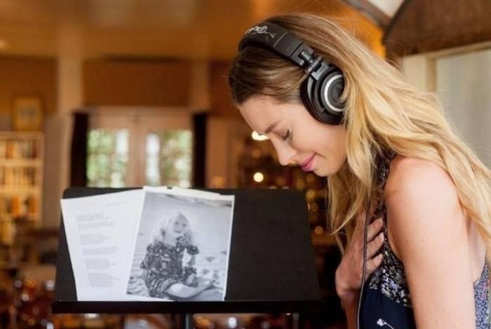 Cantora Kylie Rae Harris morreu em acidente de trânsito no Novo México, Estados Unidos