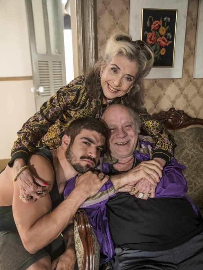 CORNÉLIA ( Betty Faria ), CHICO ( Tonico Pereira ) e ROCK ( Caio Castro )