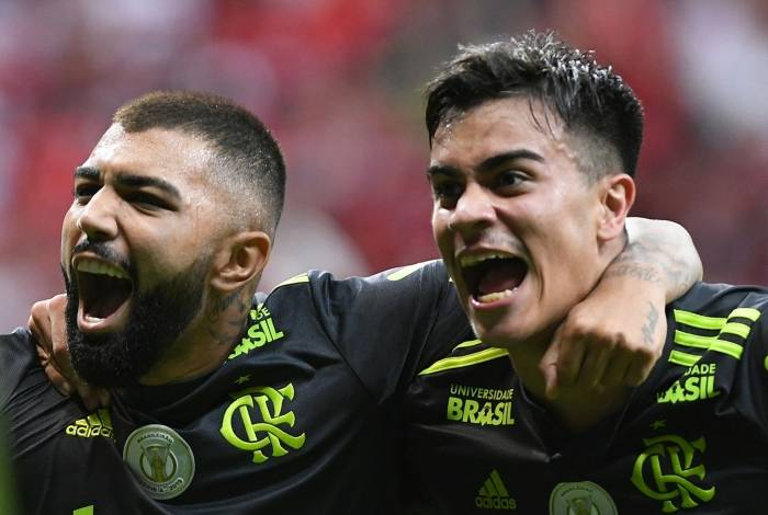 Gabigol e Reinier marcaram na vitória sobre o Avaí