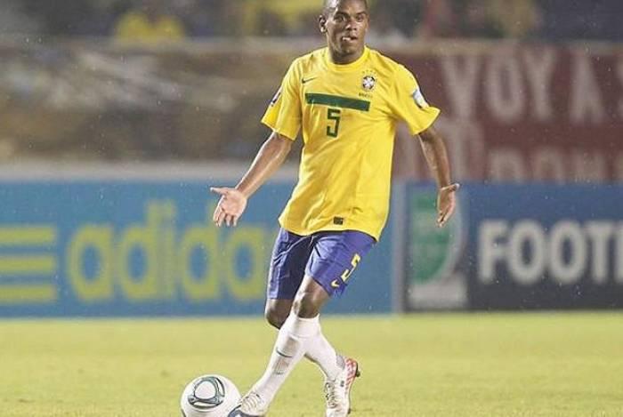 Volante Fernando já vestiu a camisa da Seleção