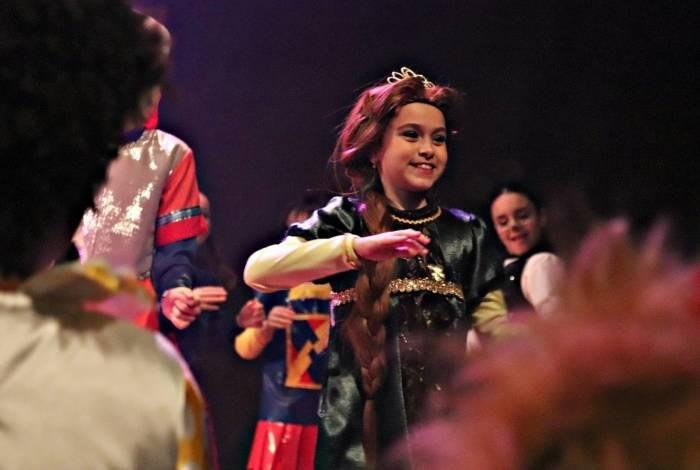 Vittória Seixas interpreta a princesa Fiona em 'Shreck - O Musical'
