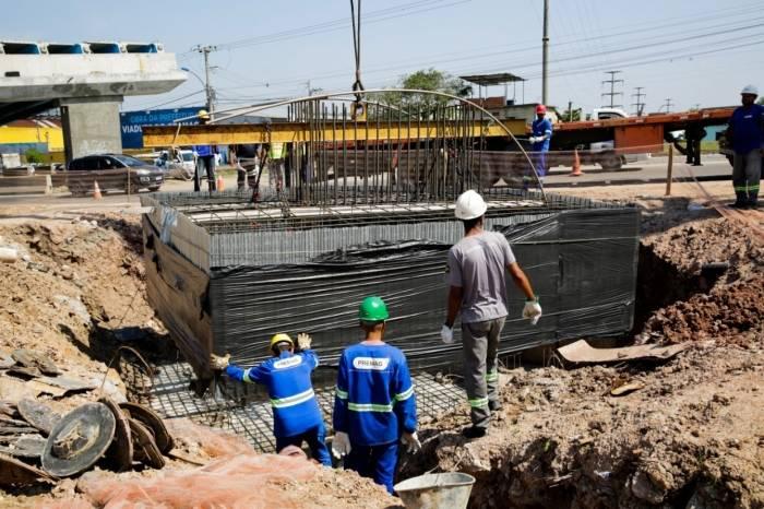Foi iniciada a construção do terceiro bloco de sustentação dos pilares do viaduto do Gramacho