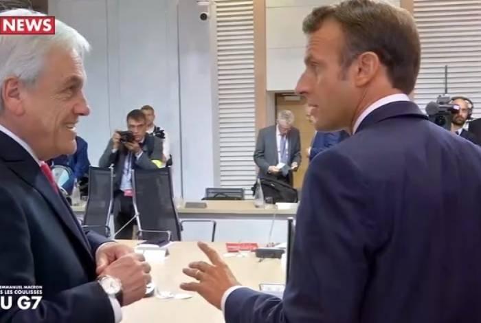 Vídeo de emissora francesa registrou diálogo entre o chileno Sebastián Piñera (esquerda) e Macron