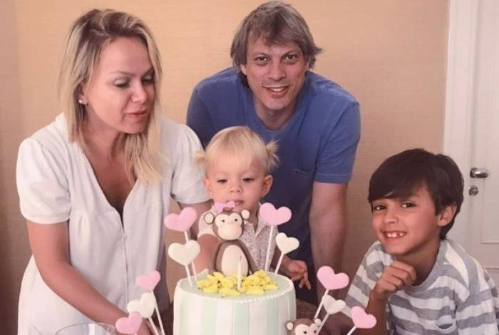 Eliana comemora aniversário da caçula