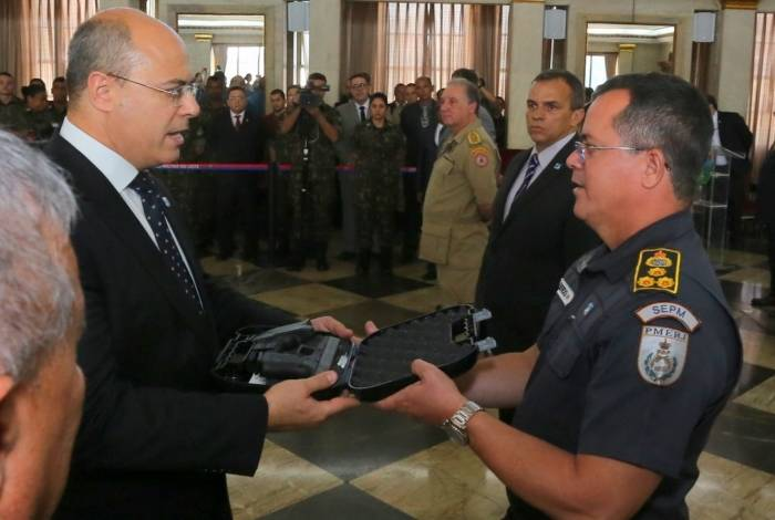 Cerimônia de entrega do Gabinete de Intervenção Federal de 27.424 pistolas Glock
