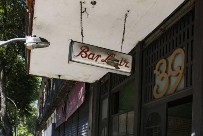 Rua da Carioca teve fila de frequentadores querendo almoçar no Bar Luiz,  após anúncio de fechamento
