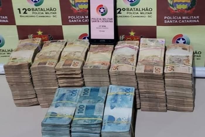 Polícia encontrou R$ 500 mil com trio em motel em Santa Catarina