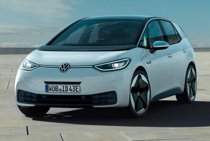 Modelo traz a logo redesenhada da Volkswagen