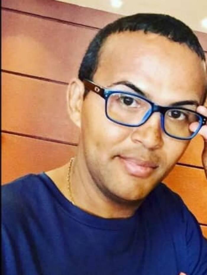 Gilberth foi encontrado morto na escada de casa
