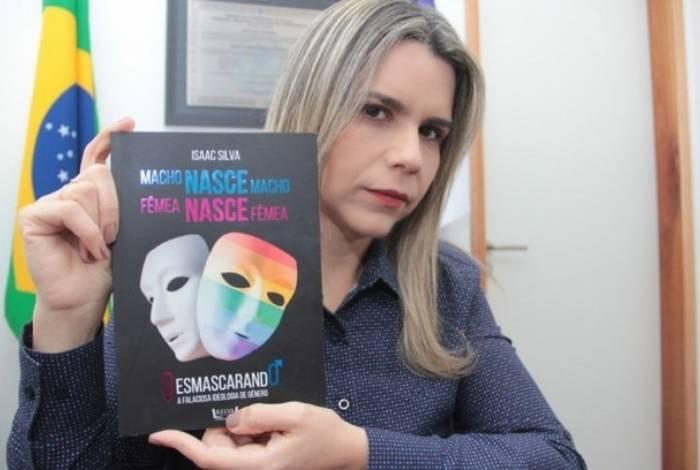 Deputada Clarissa Tércio (PSC-PE) defende que o livro é para o público cristão