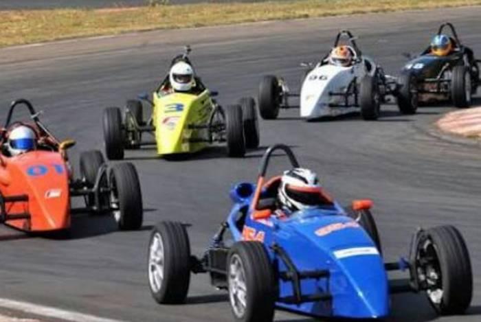 A Fórmula Vee, disputada por monopostos de baixo custo, é o destaque da 4ª etapa da Taça Rio de marcas e pilotos, no autódromo de Mussurepe, em Campos